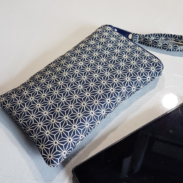 Smartphone sleeve - zipper closure - Asanoha blue
