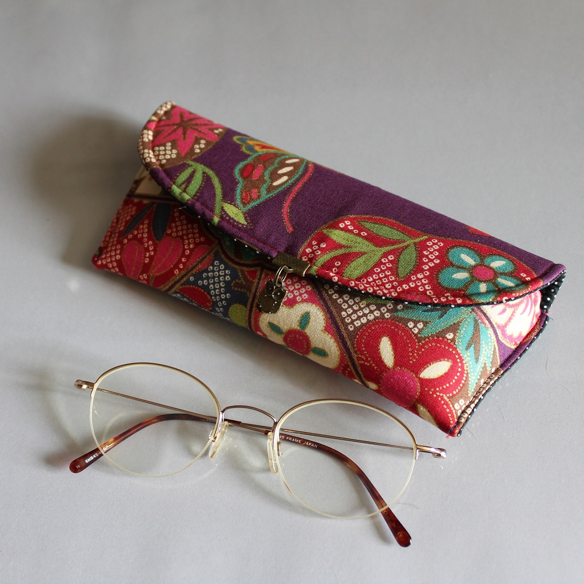 Glasses case - Yuka violet