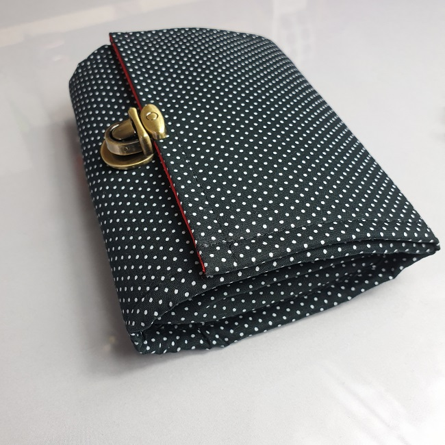 "5.5"" cards and coins wallet  - black on white dots"