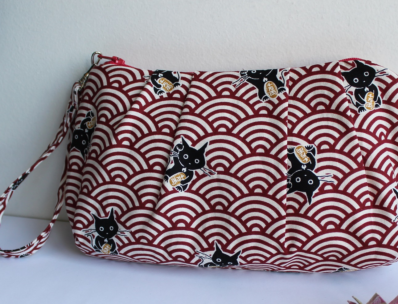 wrislet clutch cosmetic pouch -  Maneki white red