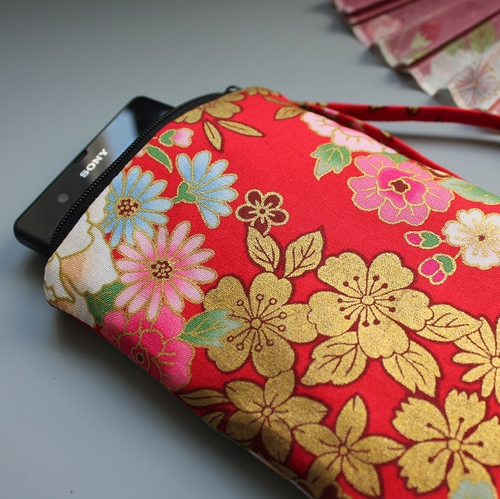 Smartphone sleeve - zipper closure - Kanako red