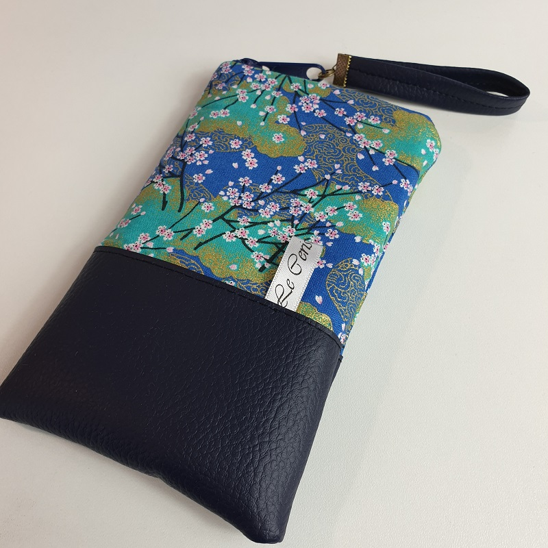 Smartphone sleeve - zipper closure - Akina
