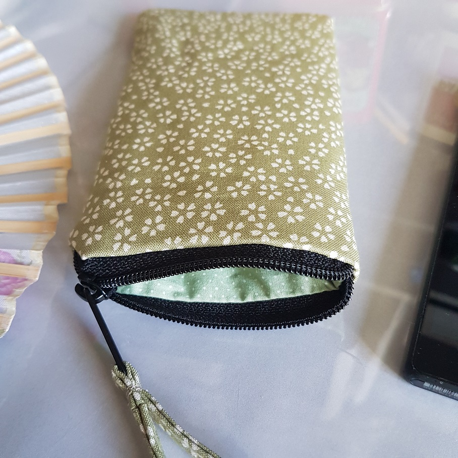 Smartphone sleeve - zipper closure - Sakura green