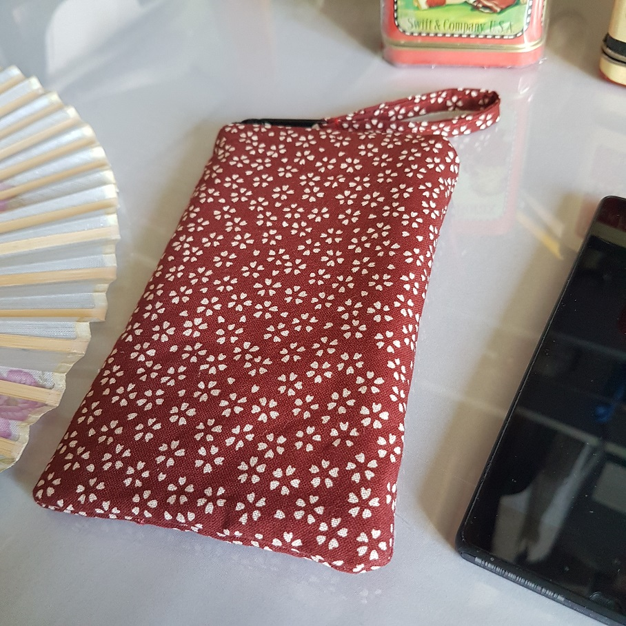 Smartphone sleeve - zipper closure - Sakura red
