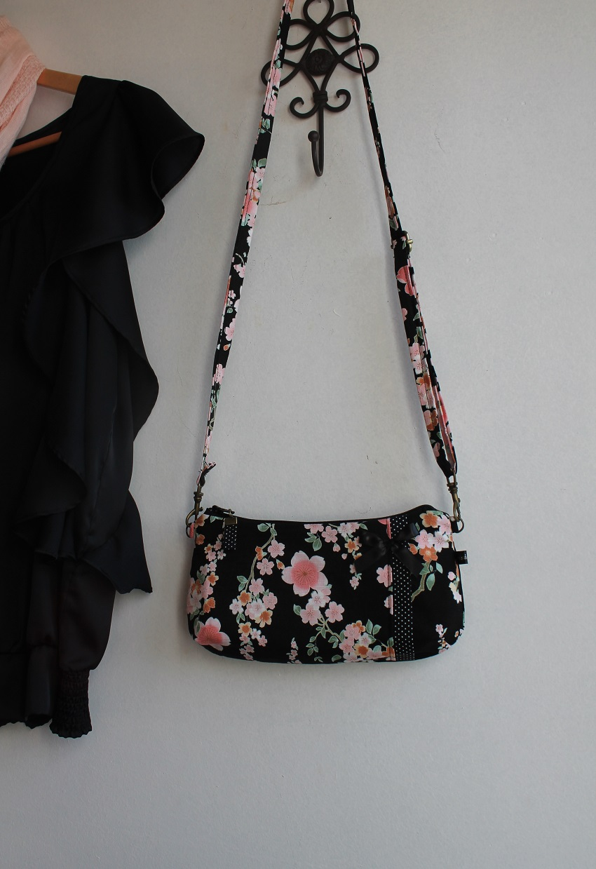 Long strap date clutch or wrislet -  Ayami black pink
