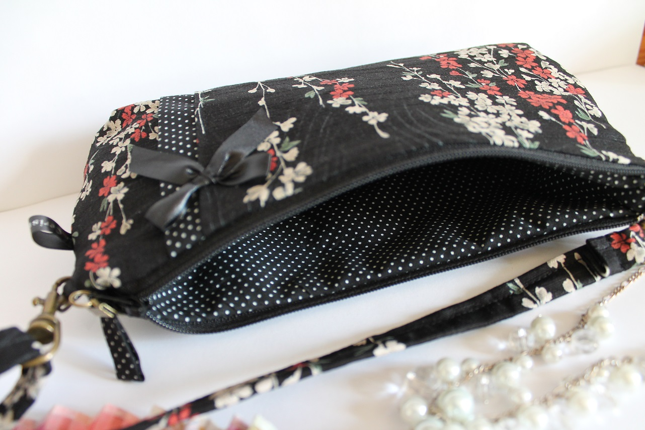 Long strap date clutch or wrislet -  Aki black beige red