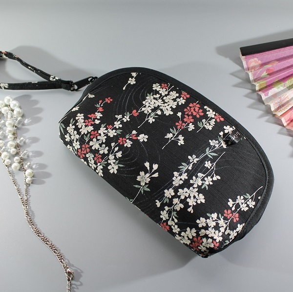 cosmetic make up pouch  - Aki black beige red