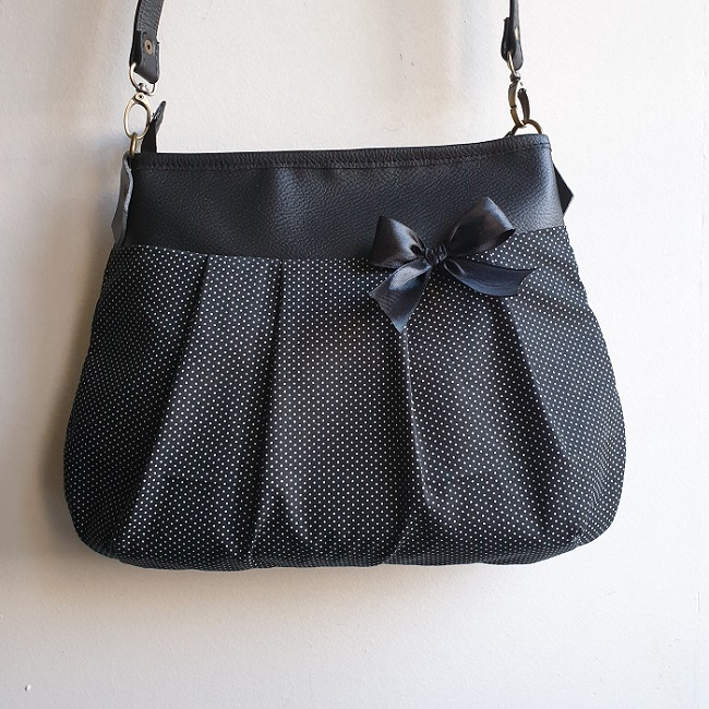 Crossbody Shoulder bag - Black polka dots