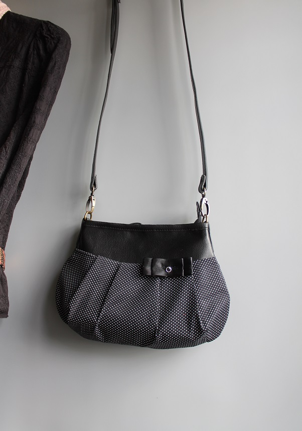 cross body bag - White and black dots