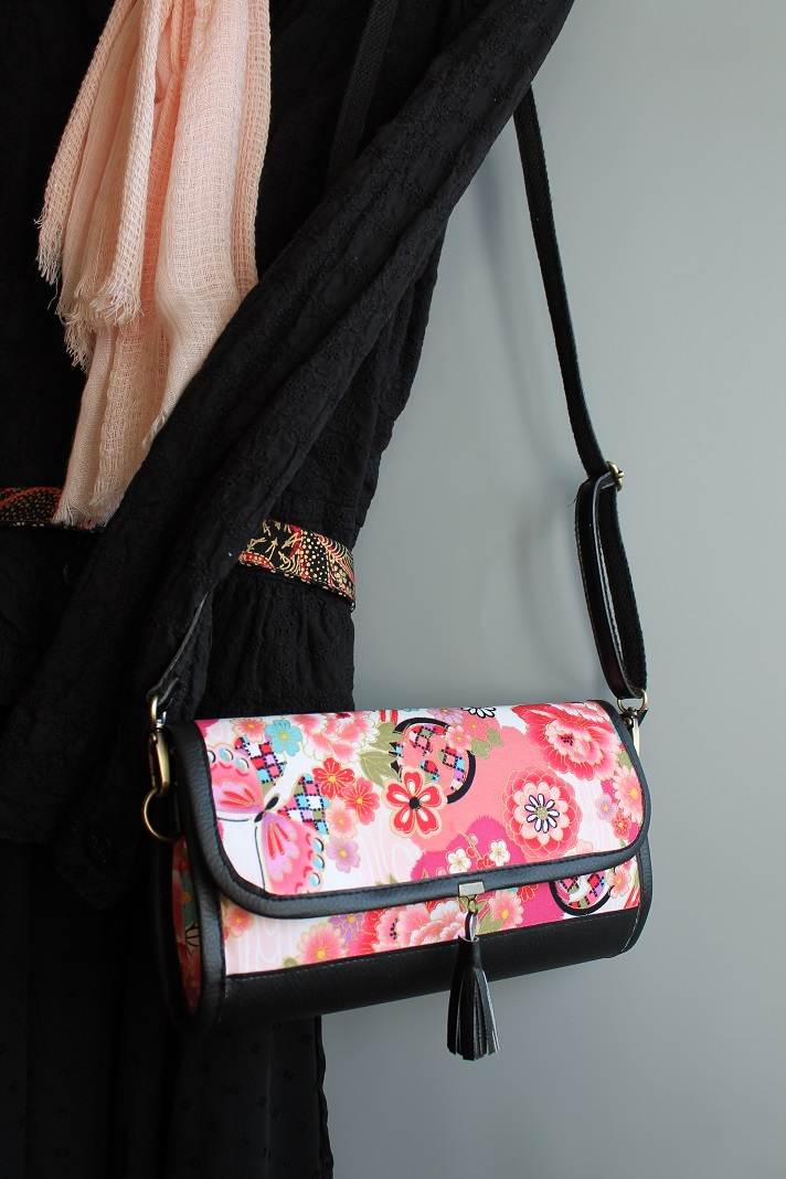 "9""x 5.7\"" crossbody wallet clutch - Umika"